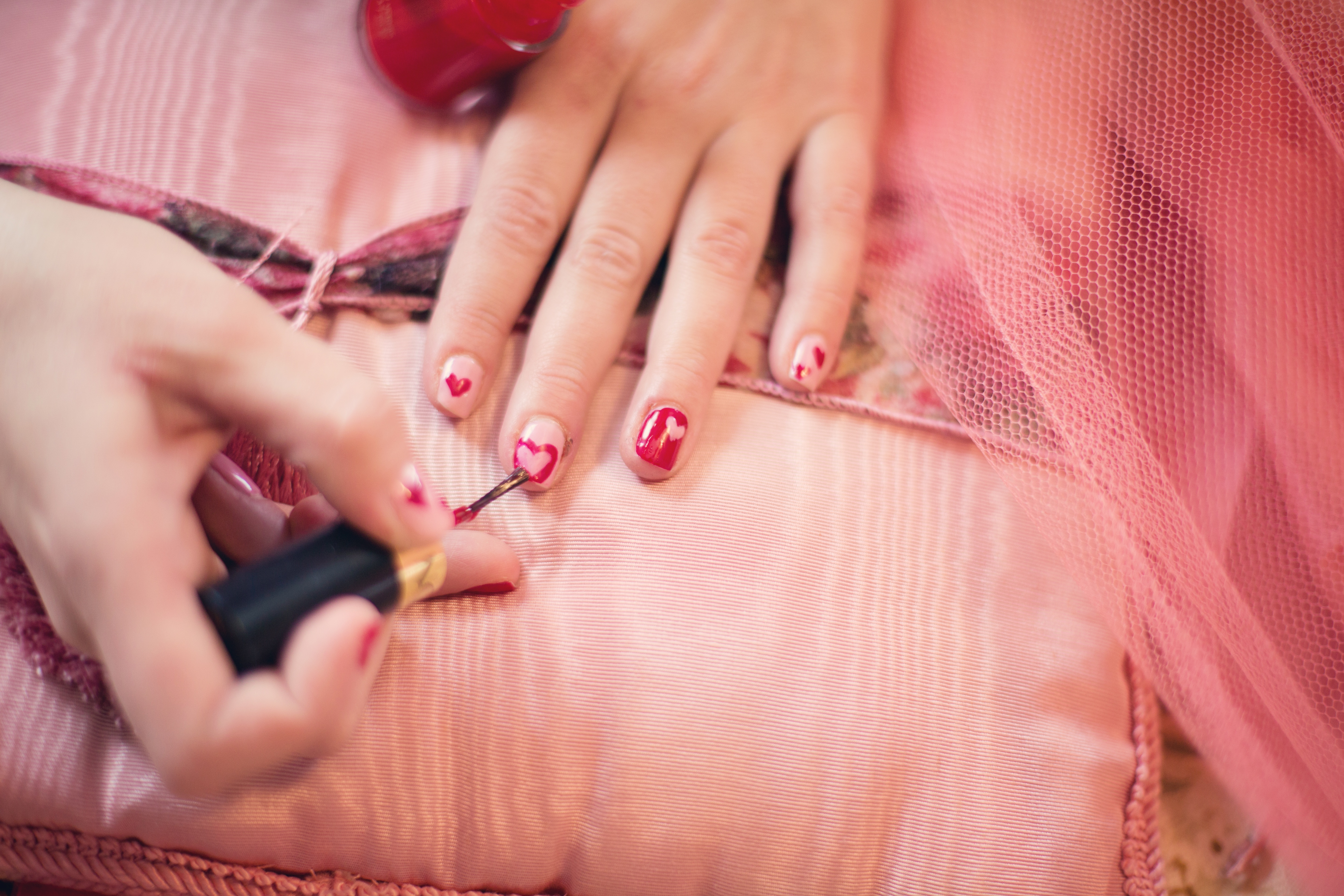 YOU GOTTA OWN THESE 5 NAIL PAINT COLOURS!!